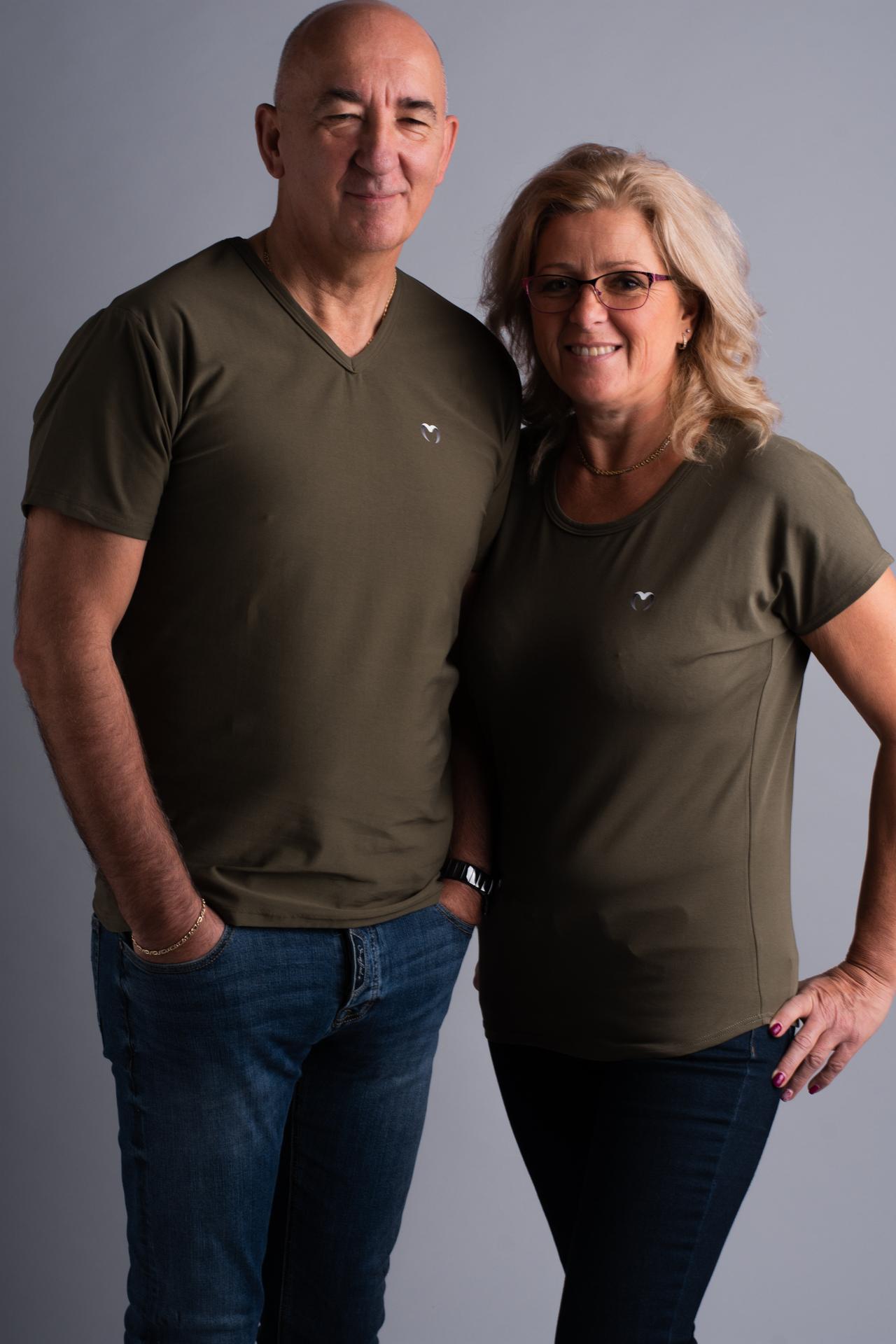 khaki póló