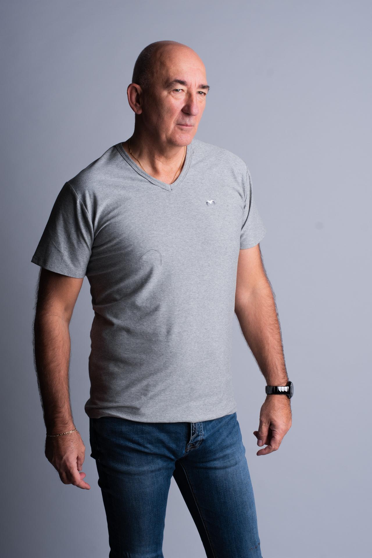 szürke póló